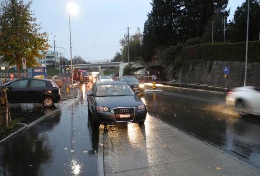 Freienbach SZ: Jugendliche (13) bei Kollision mit Auto erheblich verletzt