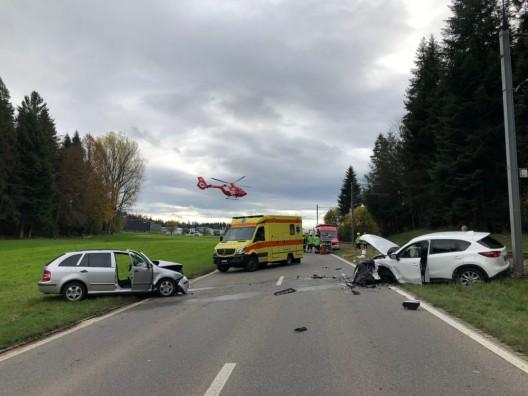 Huttwil BE: Zwei Autolenkende bei Frontalkollision verletzt - Rega im Einsatz