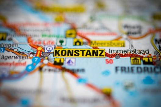 Konstanz (D): Zwei junge Räuberinnen flüchten im Zug Richtung Luzern