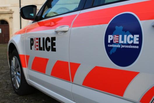 Porrentruy JU: Auto kracht in parkierendes Fahrzeug und flüchtet - Zeugenaufruf