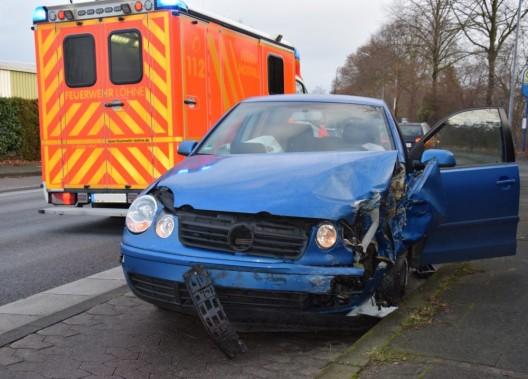 Zusammenstoß im Gegenverkehr - Fahrzeugführer verletzt