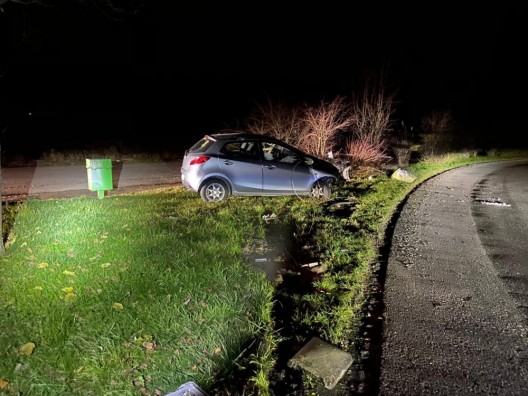 Mägenwil / Rudolfstetten AG: Betrunkener Rumäne fährt geklautes Auto zu Schrott