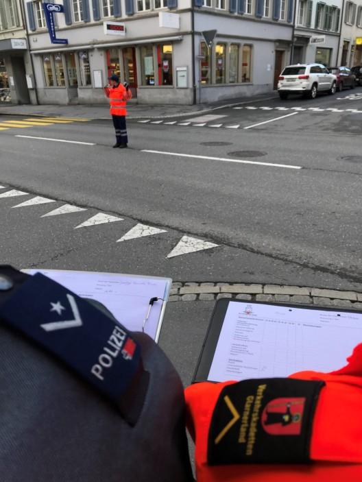 Kanton GL: Neue Verkehrskadetten/innen machen Ausbildner/innen stolz