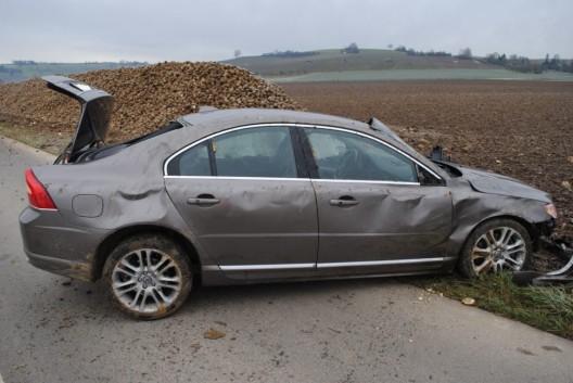 Oberhallau SH: Auto überschlägt sich bei Selbstunfall