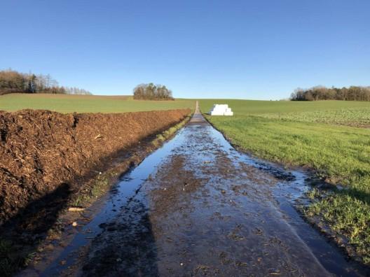 Châbles FR: Umweltverschmutzung in einem Bach