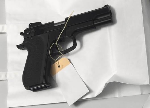 Bulle FR: Drei Täter eines Raubüberfalls festgenommen – Waffen beschlagnahmt