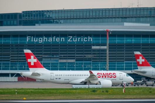 Flughafen Zürich: Über 4 Kilogramm Kokain in einem Kofferversteck gefunden