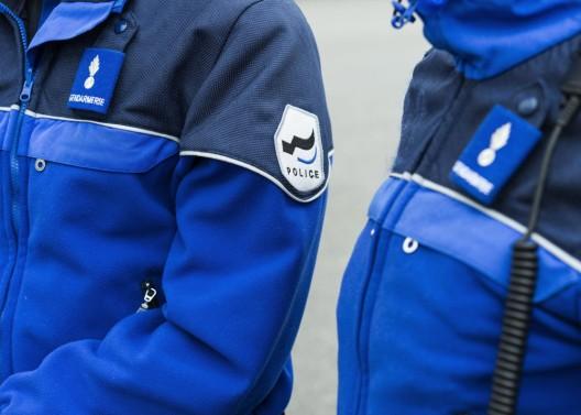 In Düdingen FR wird eine Fussgängerin von einem Auto erfasst