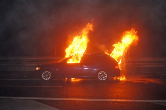 Inwil LU: Auto brennt auf A14 aus