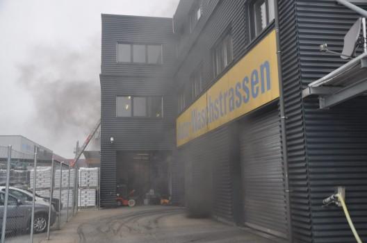Härkingen SO: Elektroauto fängt in Tiefgarage zu brennen an