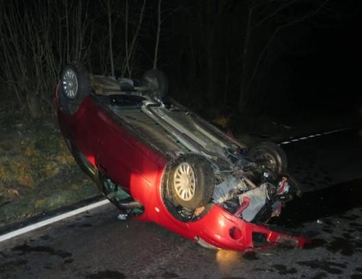 Oberdorf BL: Selbstunfall infolge Eisglätte - Auto landet auf dem Dach