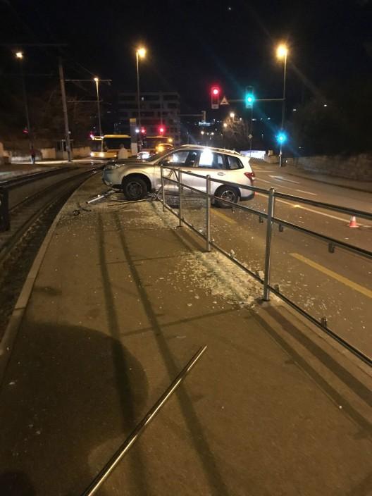 Arlesheim BL: 85-jähriger PW-Lenker verliert Kontrolle über Fahrzeug