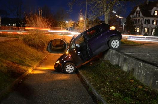 Liestal BL: Autofahrerin stürzt in Personenunterführung