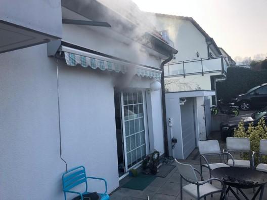 Pfeffingen BL: Brand in einer Küche erfordert Feuerwehreinsatz