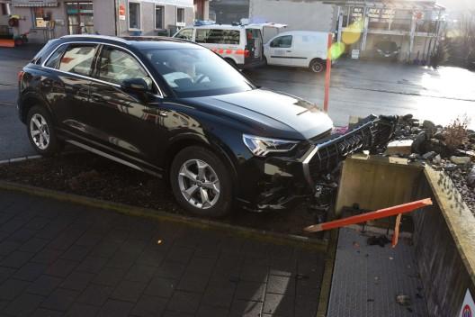 Benken SG: Mit Auto in Mauer geprallt – Autofahrer reanimiert