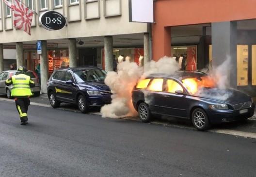 Schwyz SZ: Auto in Brand geraten