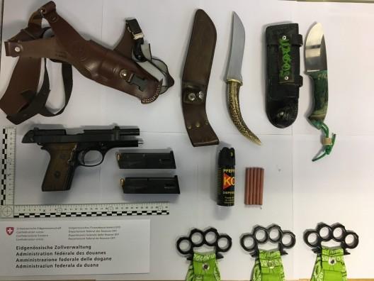 Schleitheim SH: Mit mehreren Waffen im Gepäck an Grenze erwischt