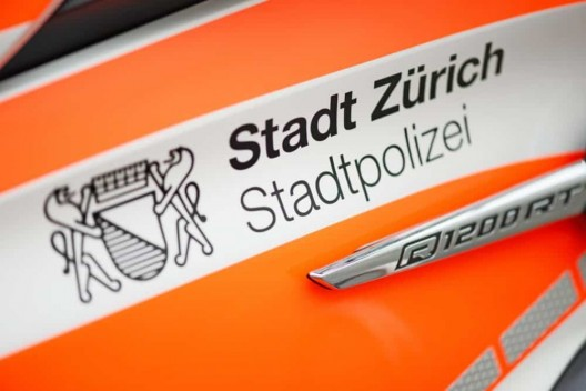 Zürich ZH: 24-Jähriger bietet Hilfe an und fährt mit fremdem Auto davon