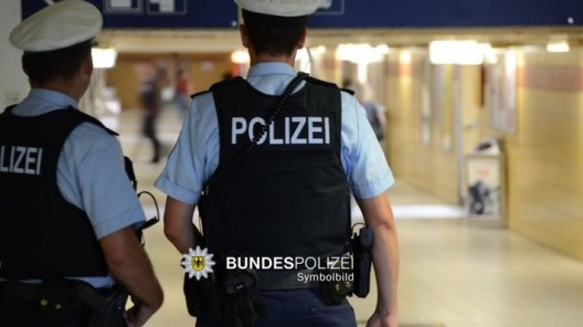 18-jähriger Deutscher attackierte und verletzte Fahrgast und Helfer in der S-Bahn