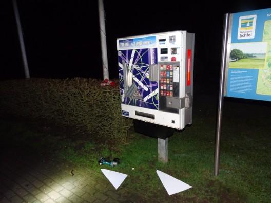 Zigarettenautomat aufgeflext - drei Jugendliche auf frischer Tat festgenommen