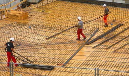 Wenn ungelernte und durchschnittlich qualifizierte Arbeitnehmer in der Bauwirtschaft einen Job finden, läuft dieser meist nur auf Zeit.