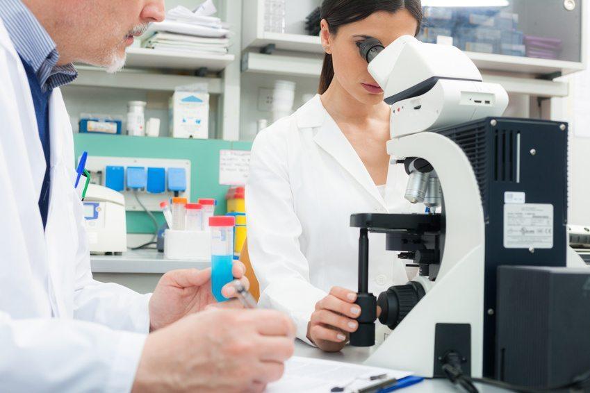 Experten raten jetzt nicht unbedingt zu grosser Eile bei einer anstehenden Impfung. (Bild: Minerva Studio / Fotolia.com)
