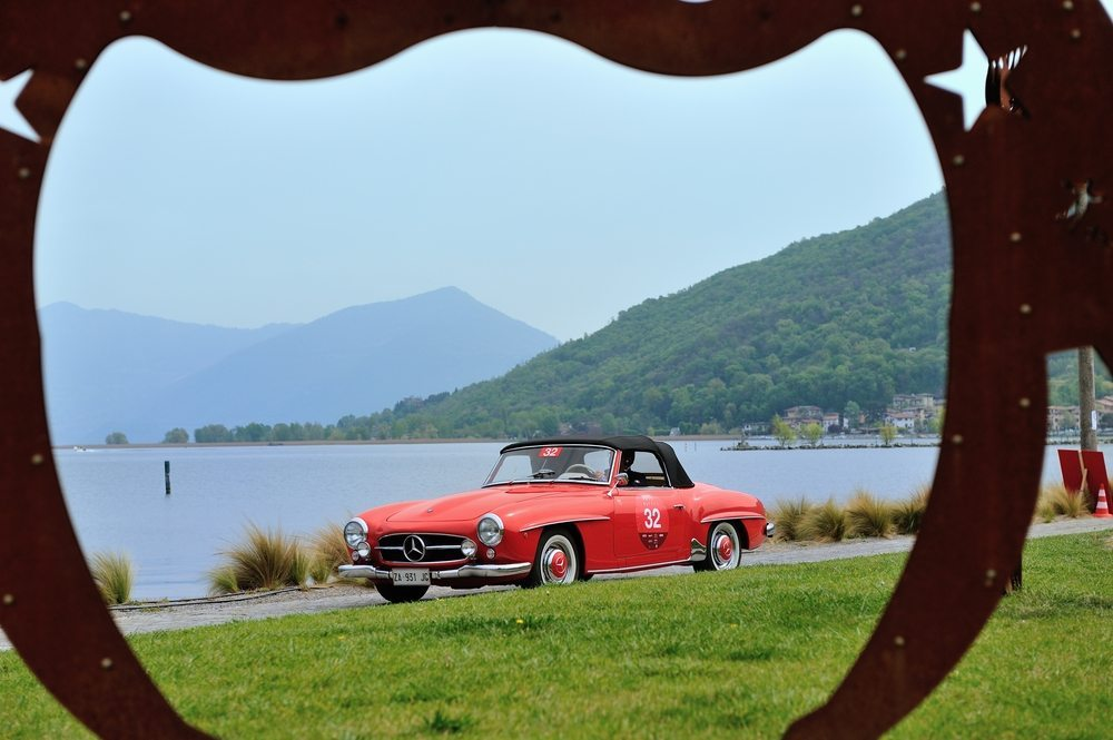 Mit so einem Oldtimer fährt man nicht zur Arbeit. Hier ein Mercedes 190 SL. (Bild: Roberto Cerruti / shutterstock.com)