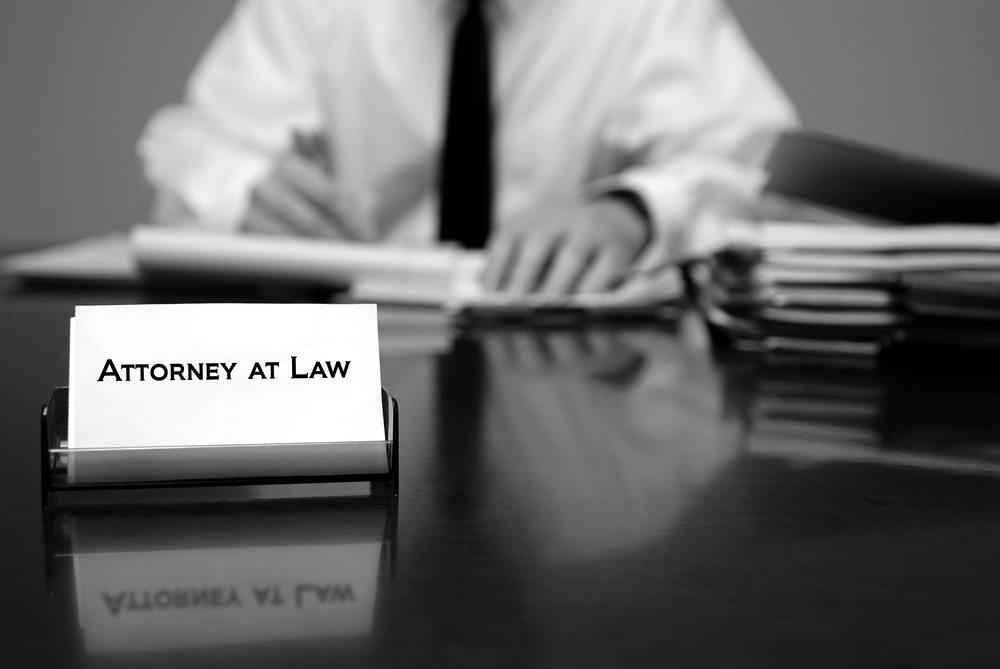 In der Not hilft ein Anwalt. (Bild: Lane V. Erickson / Shutterstock.com)