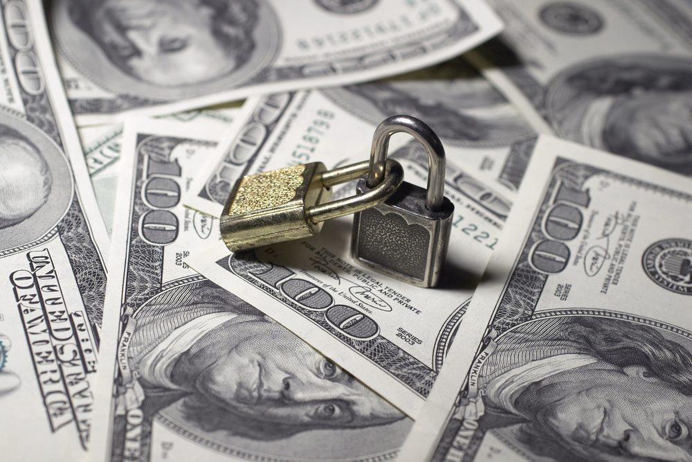 Nicht selten geht es den Angreifern um das schnelle Geld. (Bild: Diego Cervo / Shutterstock.com)