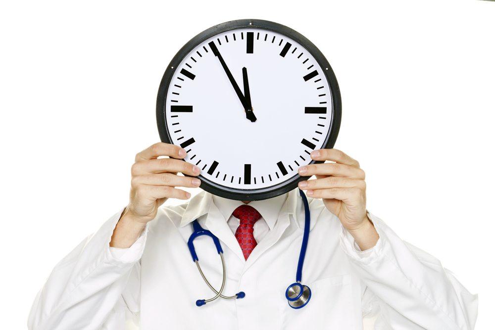 Überstunden werden nur teilweise angegeben. (Bild: Lisa S / Shutterstock.com)