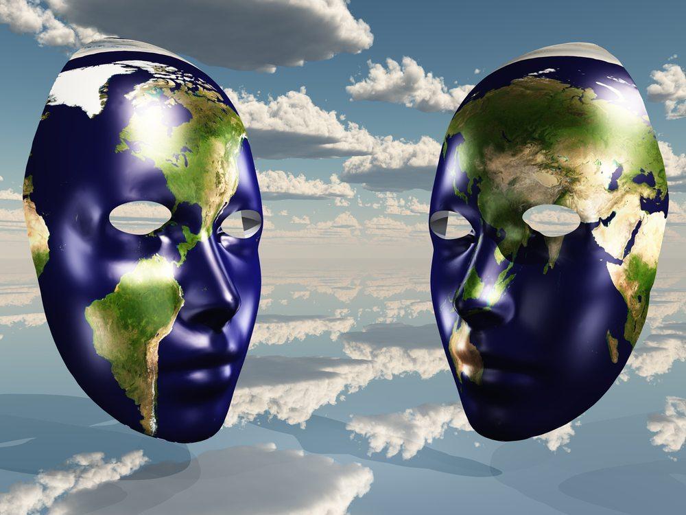 Welt mit zwei Gesichtern. (Bild: Bruce Rolff / Shutterstock.com)