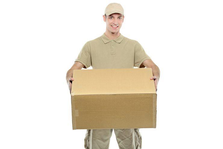 Zuverlässig und schnell - Paketversand per Lettershop. (Bild: © Ljupco Smokovski - shutterstock.com)