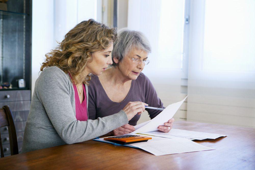 Nach und nach werden ältere Arbeitnehmer aus den Unternehmen gedrängt. (Bild: Image Point Fr / Shutterstock.com)
