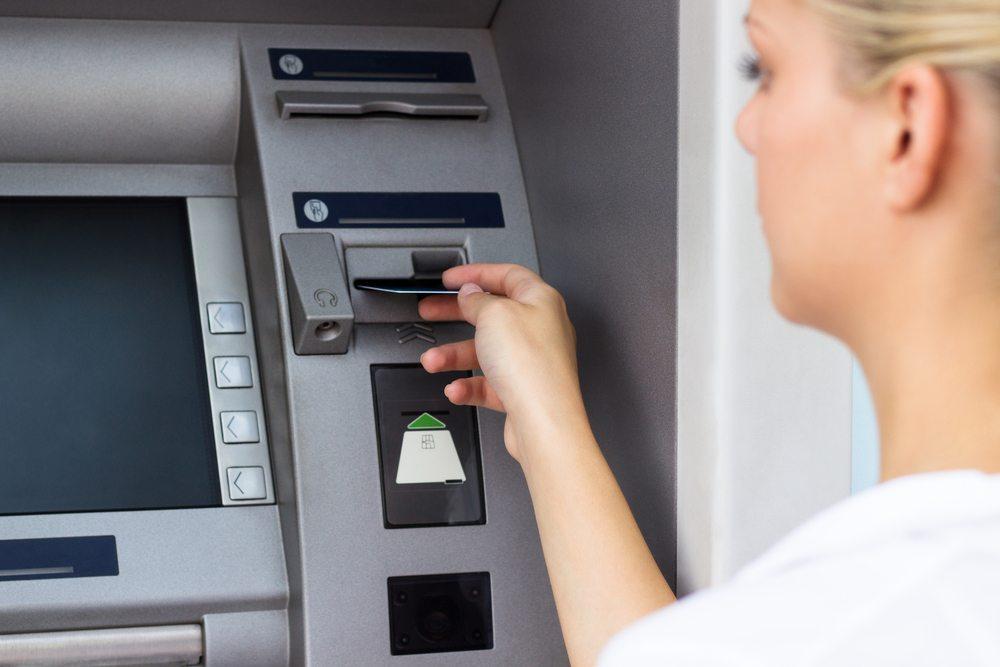 Das Guthaben auf dem eigenen Konto ist nur eine Bestätigung über die Geldmenge, welche von der Bank geschuldet wird. (Bild: sanjagrujic / Shutterstock.com)