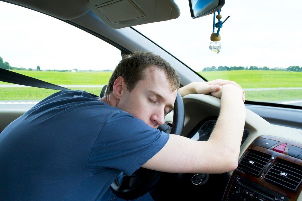Gönnen Sie sich nach zwei Stunden durchgehender Fahrtzeit eine Pause. (Bild: Yganko / Shutterstock.com)