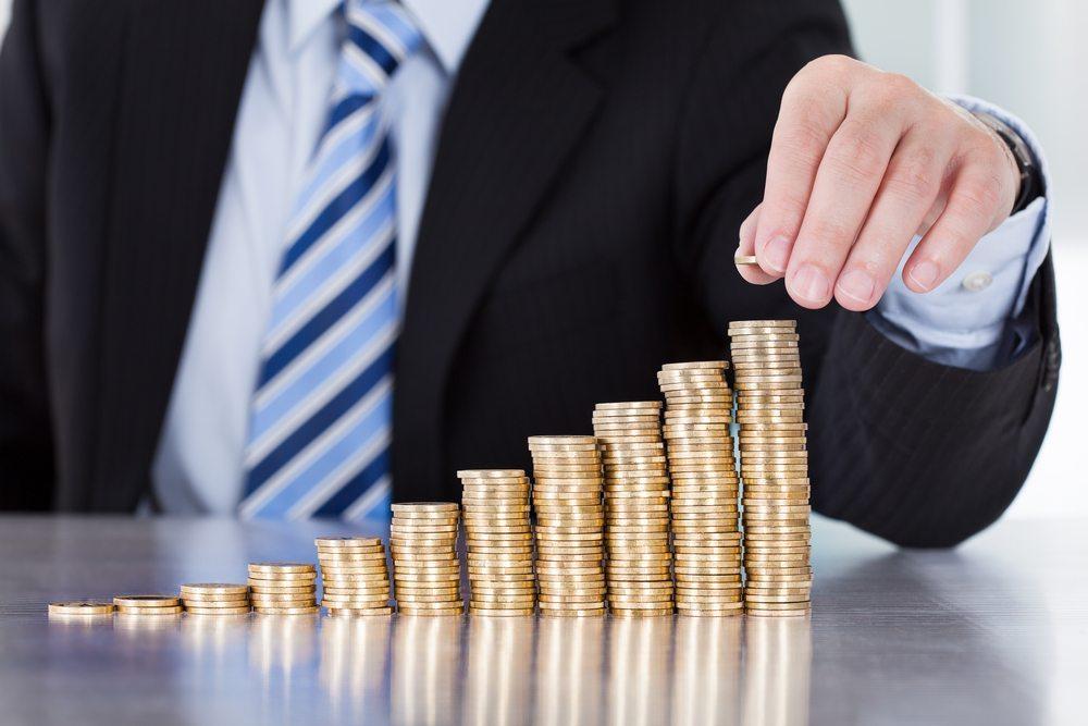 Letztlich kommt Reichtum immer von Arbeit, Glück und geschäftlichem Geschick. (Bild: Andrey_Popov / Shutterstock.com)