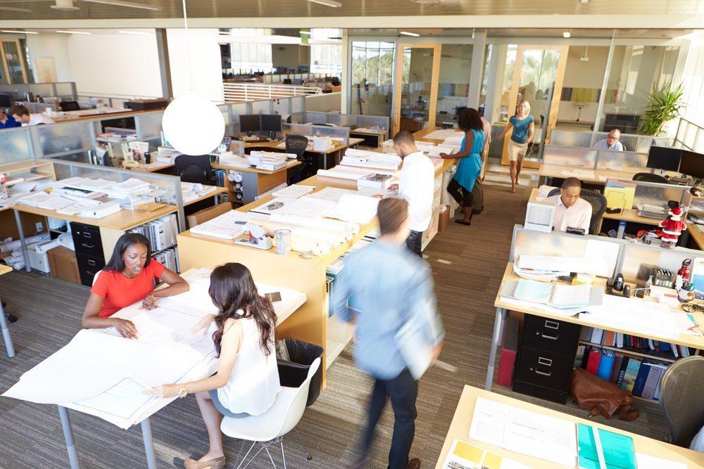 Kleine Betriebe und der Mittelstand haben Aufholbedarf. (Bild: Monkey Business Images / Shutterstock.com)
