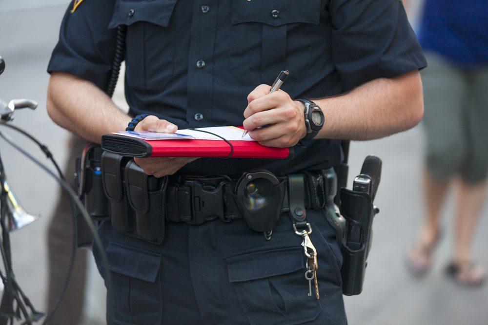 Wenn ein Strafgeld erhoben werden soll, muss auch eine Straftat vorliegen. (Bild: Peterfactors / Shutterstock.com)
