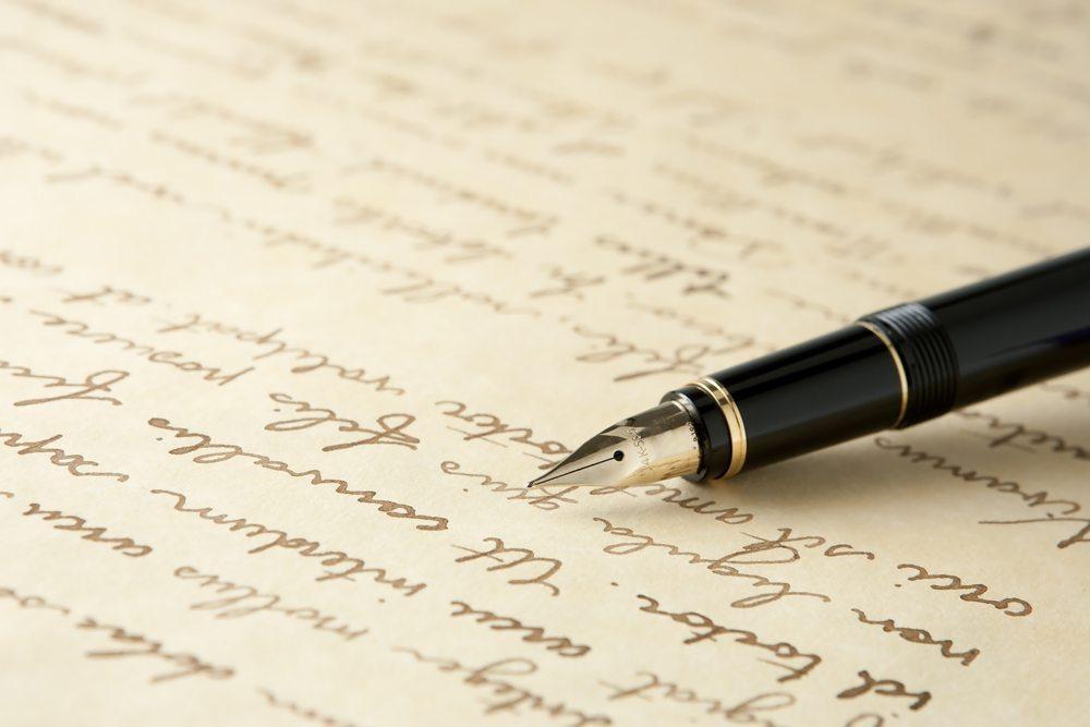 Die Schnürlischrift war eine Schrift, die vor allem auf das Schreiben mit Tinte ausgerichtet war. (Bild: Ambient Ideas / Shutterstock.com)
