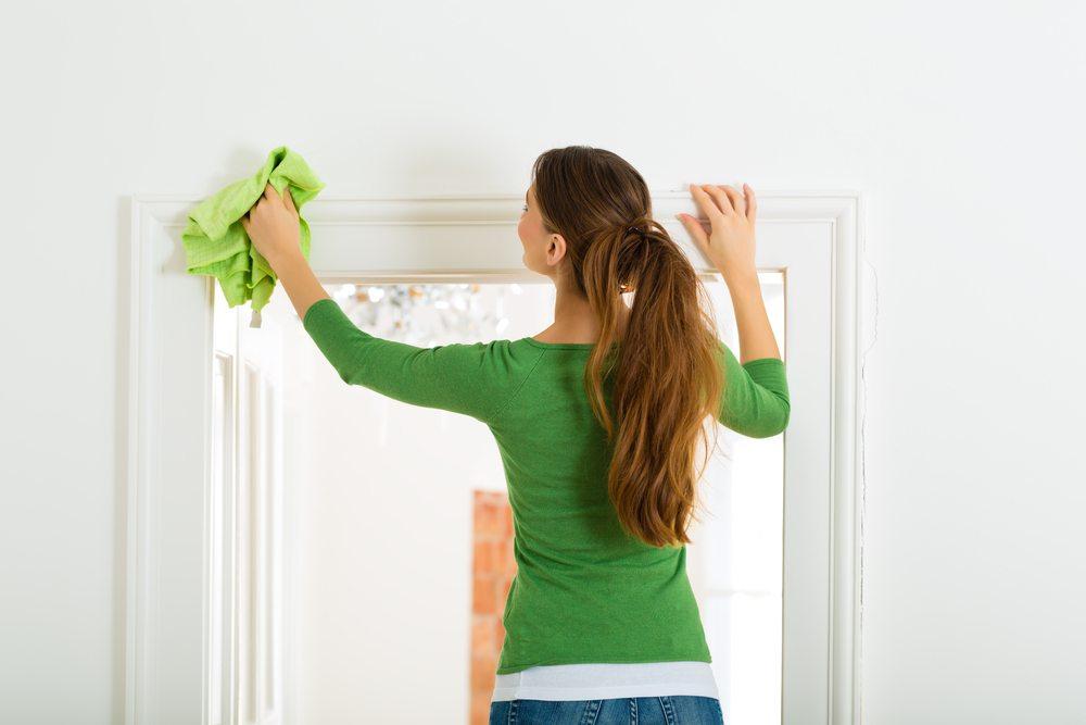 Herbstputz auch im Haus. (Bild: Kzenon / Shutterstock.com)