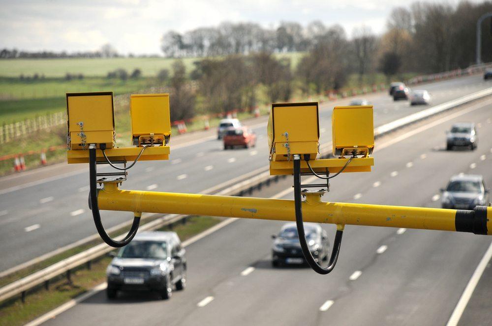 Auf nicht geeigneten Streckenabschnitten müsste die Höchstgeschwindigkeit entweder tiefer gehalten oder bauliche Veränderungen vorgenommen werden. (Bild: stocker1970 / Shutterstock.com)
