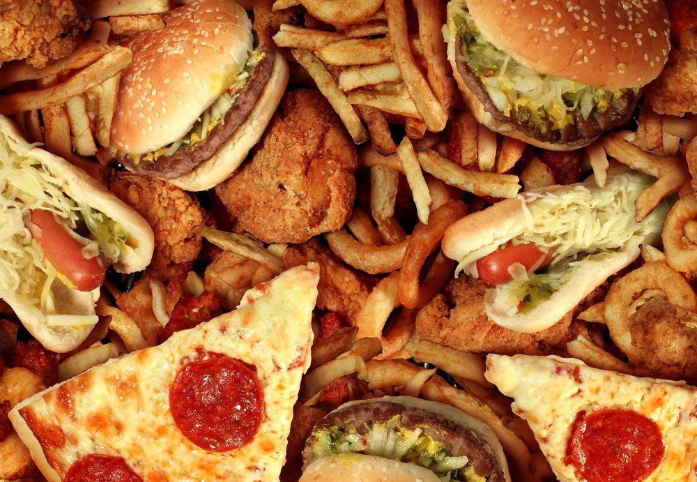 Versteckte Fette – auch in vermeintlich gesunden und leichten Lebensmitteln kann überraschend viel Fett enthalten sein.