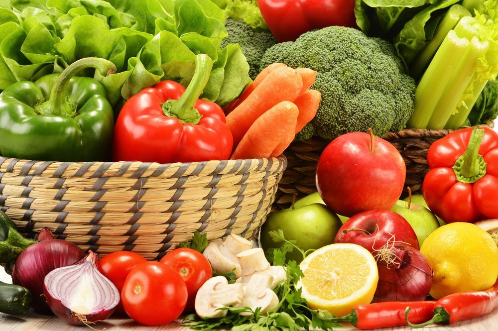 Eine gesunde Ernährung sorgt für eine ausreichende Versorgung mit Vitaminen. (Bild: Monticello / Shutterstock.com)