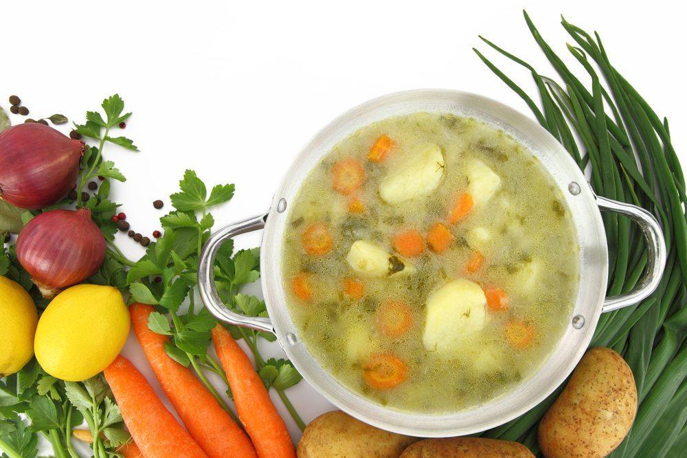 Sie wollen sich vitalstoffreich ernähren und dabei noch etwas für die Umwelt tun? Dann steigen Sie auf regionale Lebensmittel um. (Bild: Gts / Shutterstock.com)