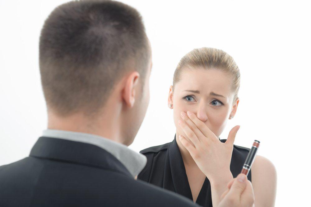 Wer Bossing ausgesetzt ist, sollte sich überlegen, welchen Stellenwert der Job für ihn hat. (Bild: Dmytro Zinkevych / Shutterstock.com)
