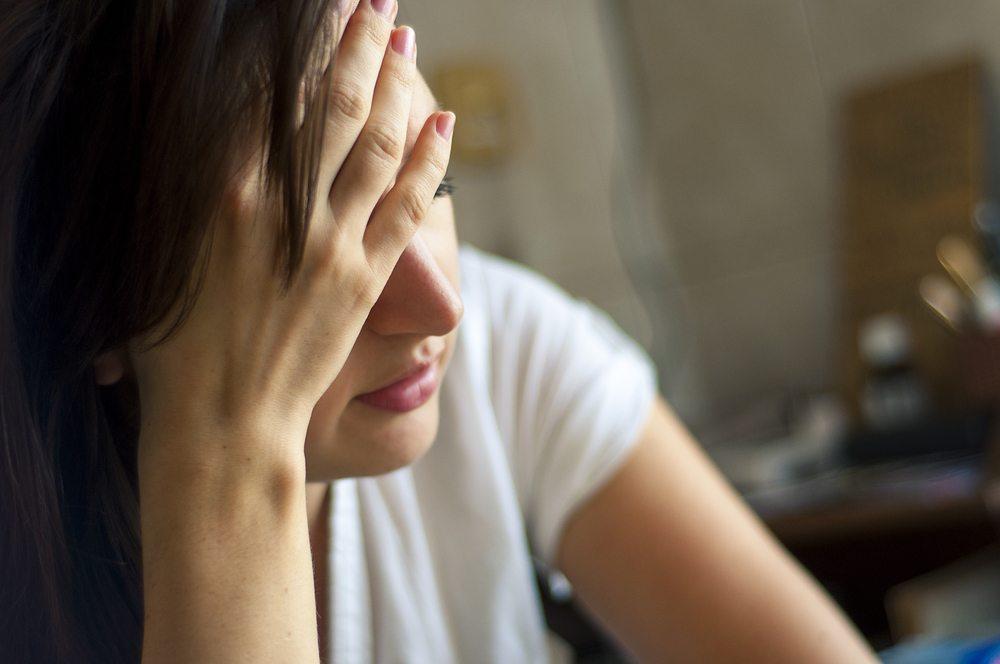 Ein permanentes Unwohlsein am Arbeitsplatz führt schlussendlich zu psychischen Problemen bis hin zur Depression. (Bild: Andrzej Wilusz / Shutterstock.com)