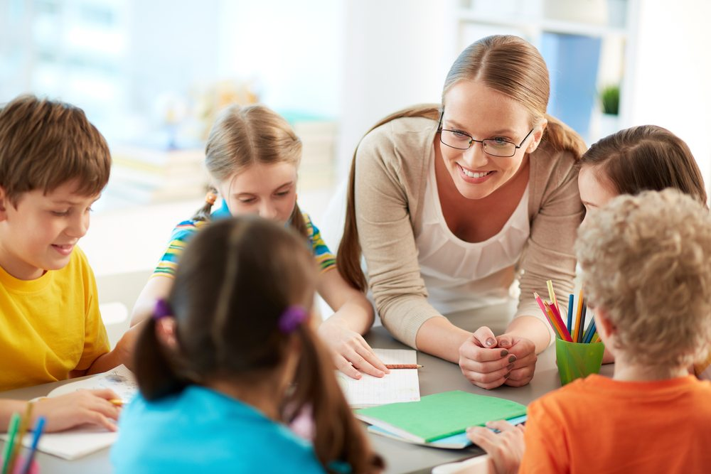 Zwei Volksinitiativen sollen die Zürcher Lehrer entlasten. Entweder werden die Klassen verkleinert oder es werden mehr Lehrer eingestellt. (Bild: Pressmaster / Shutterstock.com)