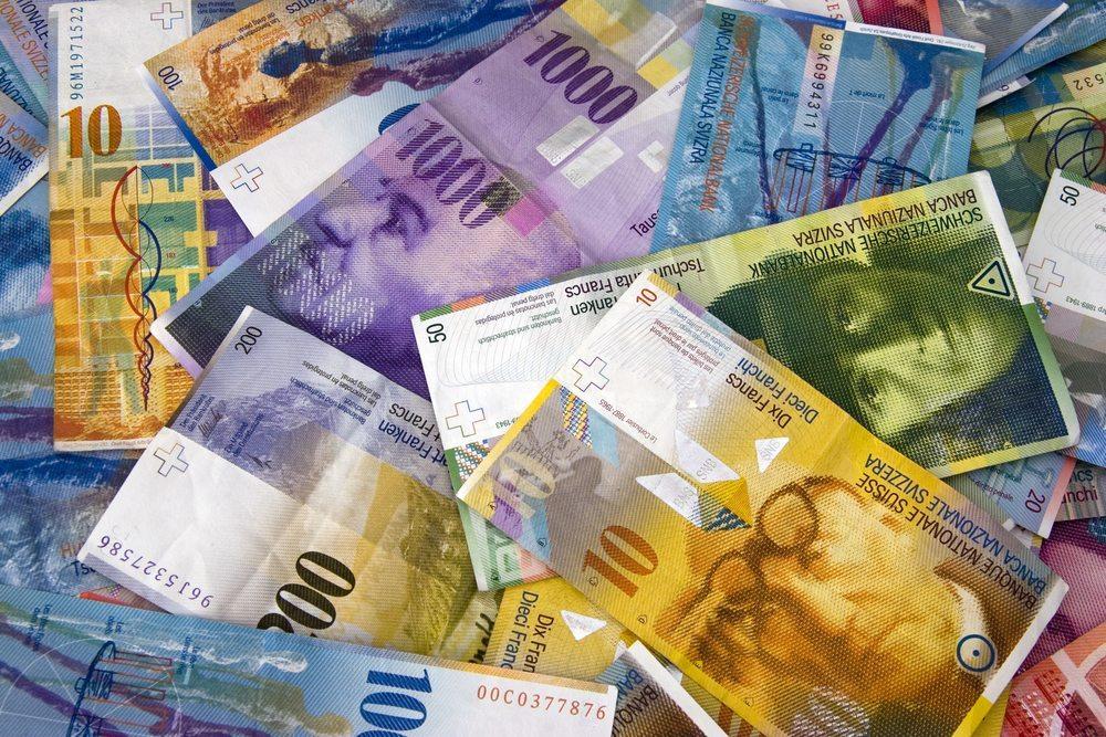 Einige Kantone haben, trotz guter Erfahrungen mit der Abschaffung der Pauschalsteuer, grosse Bedenken. (Bild: Mike VON BERGEN / Shutterstock.com)