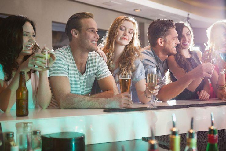 Sie wollen eine Party feiern? Dann Bar mieten! (Bild: © wavebreakmedia - shutterstock.com)
