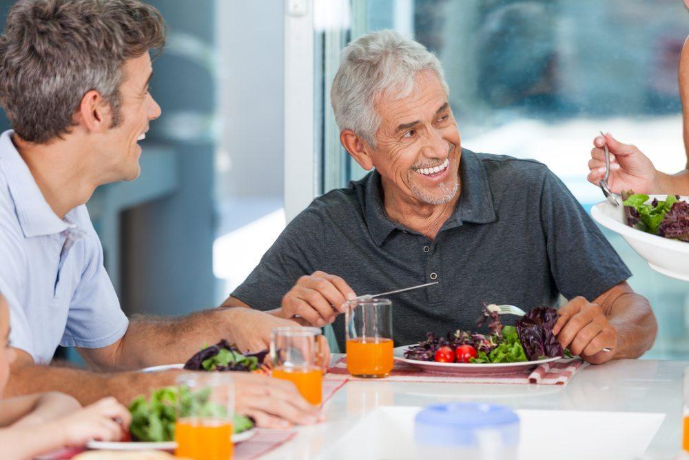 Gesunde Ernährung hilft Ihnen aber, den Traum vom angenehmen Älterwerden zu verwirklichen. (Bild: mast3r / Shutterstock.com)
